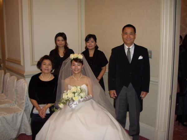 婚禮前與家人合照
