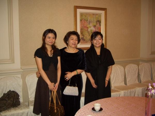 阿母與妹妹們