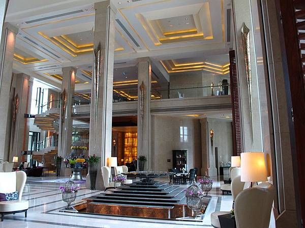 Siam Kempinski Hotel氣派典雅的挑高大廳