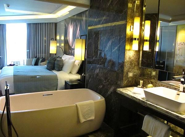 Siam Kempinski Hotel Bangkok Deluxe Room