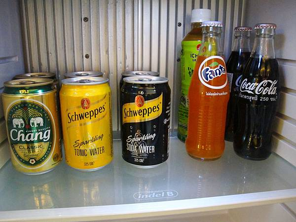 冰箱裡的Mini Bar 裡面的飲料都是免費的
