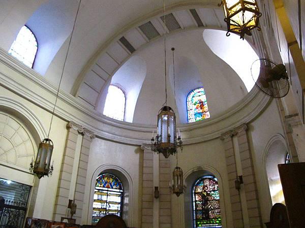 教堂內到處可見宛如藝術品的壁畫和裝飾