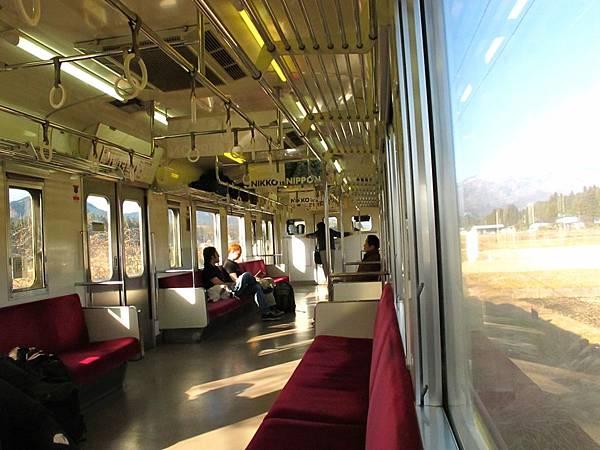 日光線電車 車廂內