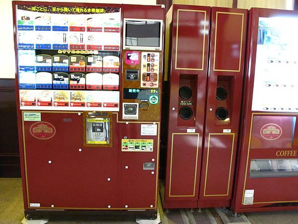 連販賣機也是同一體的色系