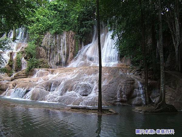 雨季的Sai Yok Noi Waterfall