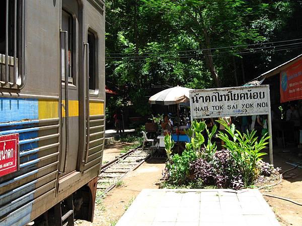 好不容易等到下午14:10分左右 火車終於來了