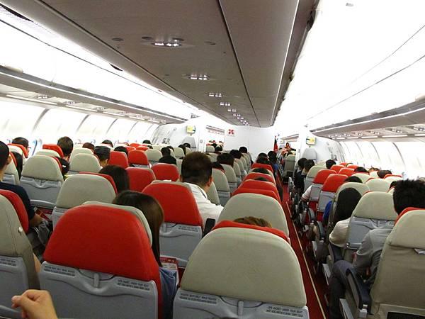 AirAsia X飛機機型是AirBus A330 座位是3-4-3排型式