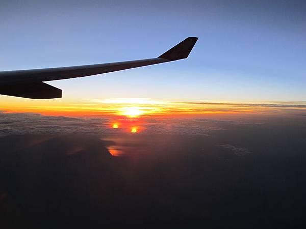 飛機上看到的夕陽美景