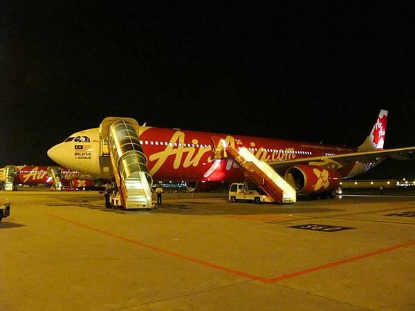 4小時的飛行時間,22:00準時抵達吉隆坡LCCT機場