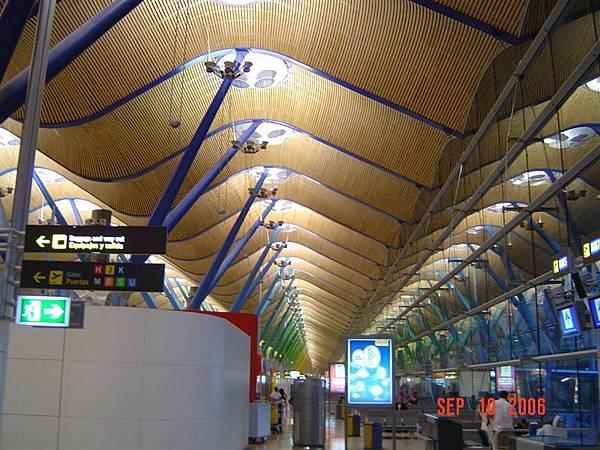 Madrid T4航廈(換邊模糊看)