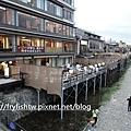 鴨川河畔的餐廳
