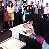 呂峰指掌畫表演-台北市揚昇金融大樓