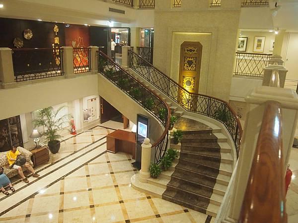 華國大飯店的中庭,呈現精緻而氣派的風格,在台灣五星級飯店中獨樹一格。