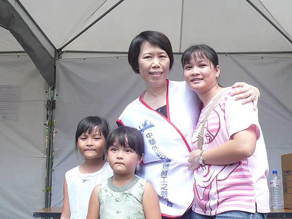 理事長與新住民家庭-3.JPG