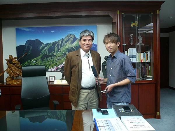 本會人員於102年1月專訪內政部李鴻源部長,談新移民政策及火炬計畫