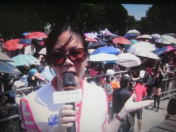 RIMG3922客自越南來主持人武雪香在活動現場採訪.JPG