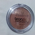 essence Bronzing Compact Powder Matte-02 Love to be matte-1