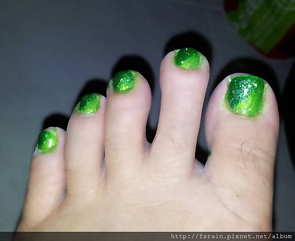 NOTD-20120218-Green Gradient Toes-03