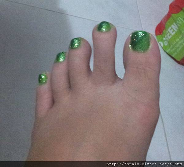 NOTD-20120218-Green Gradient Toes-01