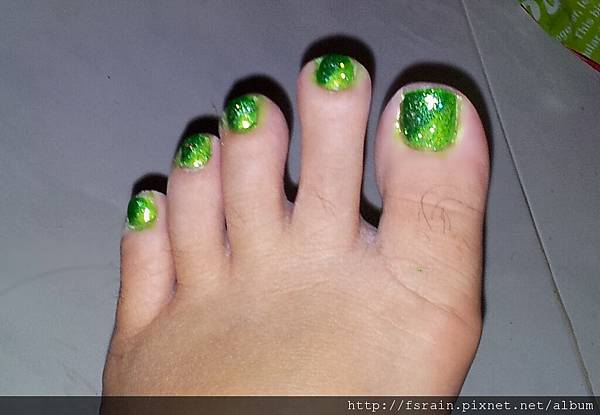 NOTD-20120218-Green Gradient Toes-02