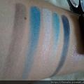 Daiso Diamond Eyeshadow & Eyebrow Palette-Blue-swatch-03