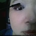 Daiso makeup challenge-apply Hi-Curling mascara-01.jpg