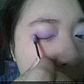 Daiso makeup challenge-apply crease deep purple shadow-02.jpg