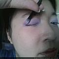 Daiso makeup challenge-apply crease deep purple shadow-01.jpg