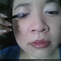 Daiso makeup challenge-apply purple shimmer shadow-01.jpg
