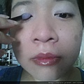 Daiso makeup challenge-apply light purple shimmer shadow-02.jpg