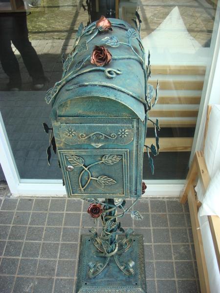 門口復古郵桶(應該是郵桶啦)