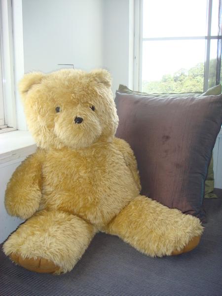 貼心的沙發座位還有小熊