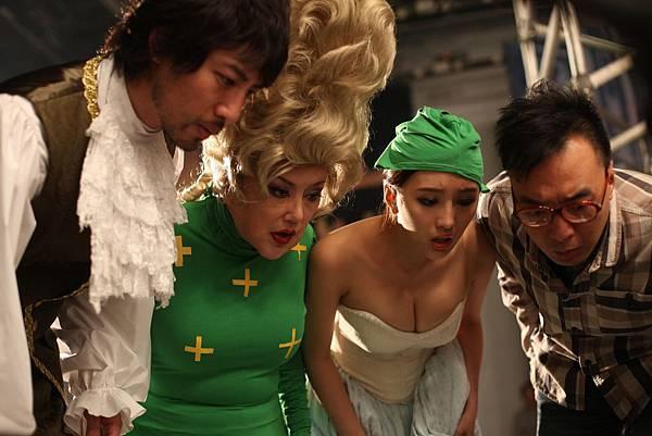 《低俗喜劇》嘲諷電影圈傳說的潛規則