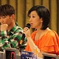詠華老師也是鮮豔的橘色!