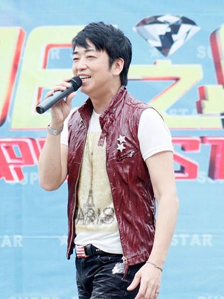 羅文聰老師演唱他鄉的明信片.jpg