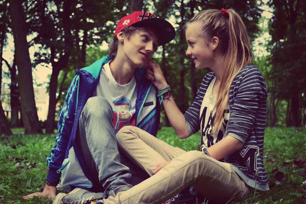Cute-couple-love-31868253-2560-1706