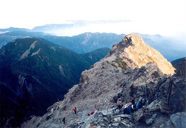 46.玉山主峰旁的風景(92.10.23)