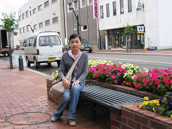 富良野的街景,到處都種花