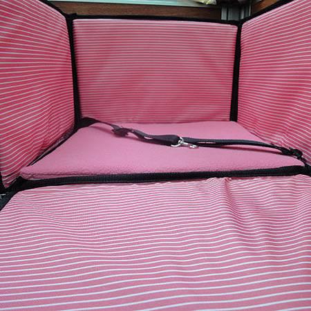 《折疊收納式》汽車前座寵物袋‧附安全帶設計