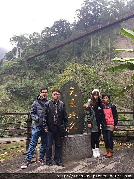 香港-關先生全家福~在天長地久橋~