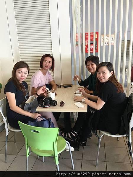 汶萊 美敏與家人~在東東芋圓。
