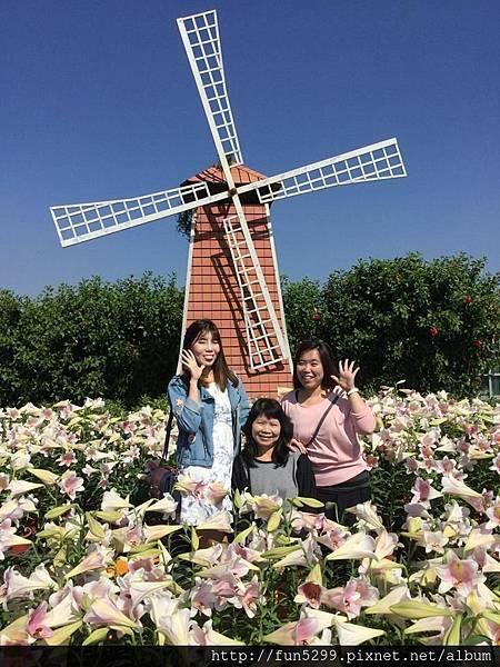 新加坡 詩婷、凱婷與媽媽在中社花海。
