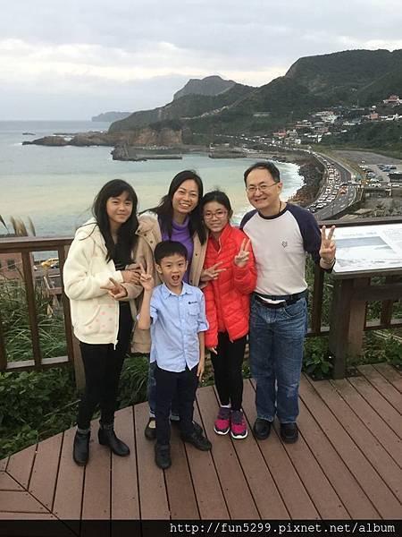 新加坡 吳先生全家福~在陰陽海。