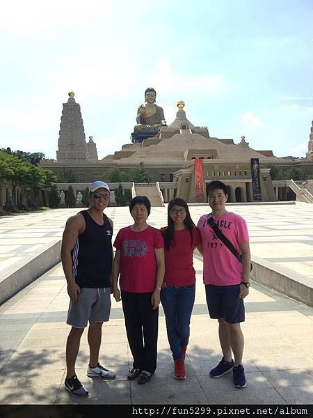 香港 麥小姐全家福~在佛陀紀念館(佛光山)~
