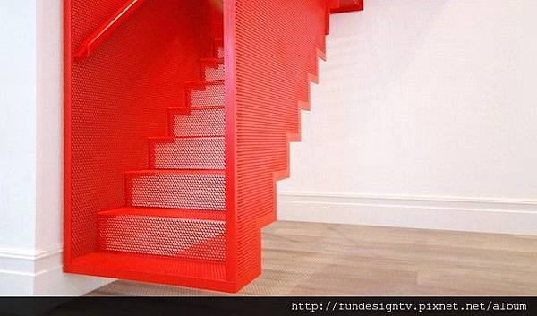 Hanging-Red-Stairs-in-London-House-4.jpg