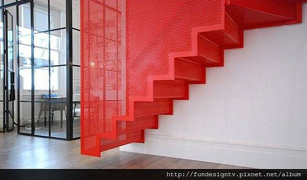 Hanging-Red-Stairs-in-London-House-3.jpg