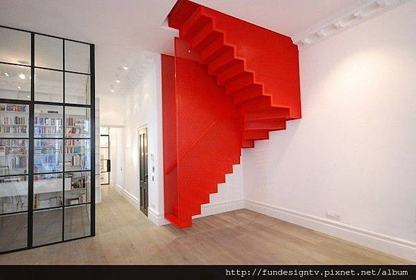 Hanging-Red-Stairs-in-London-House-1.jpg
