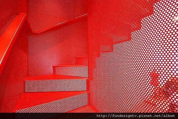 Hanging-Red-Stairs-in-London-House-6.jpg