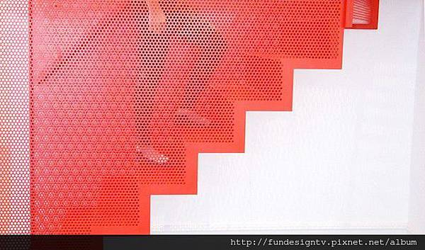 Hanging-Red-Stairs-in-London-House-5.jpg