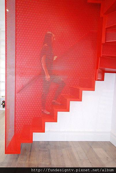 Hanging-Red-Stairs-in-London-House-2.jpg